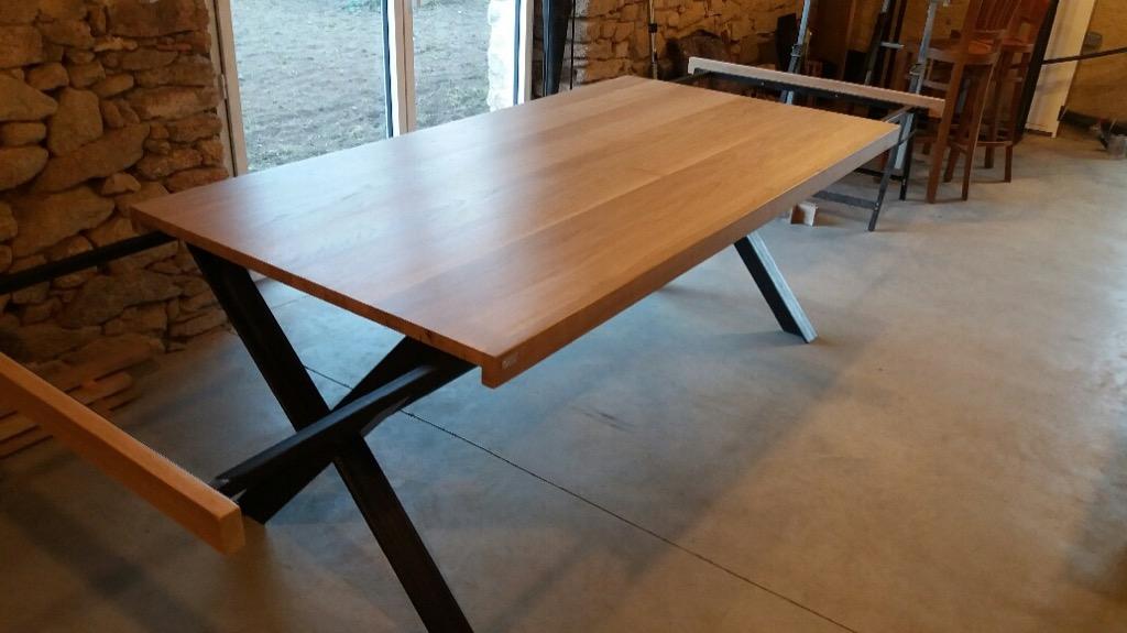 tables c factory cr ations tables table m tal et bois pieds en croix. Black Bedroom Furniture Sets. Home Design Ideas